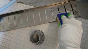 排水フタを洗う