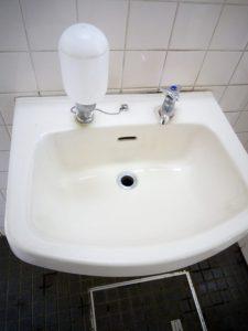 陶器製の洗面ボウル